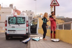 Pinchando en Gran Canaria 40 Pop y surfeando con The Surf Home
